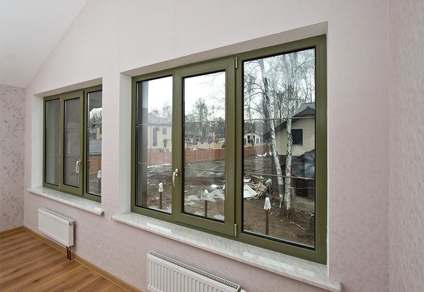 """Ламинированные окна """"Серый антрацит"""", система профиля REHAU, шпросы под цвет ламинации окна, подоконник Danke Comfort под мрамор"""